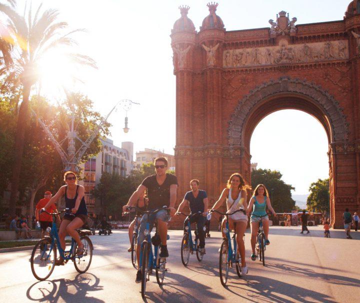 Bike Tour Gotic Modernismo, Arco de triunfo de Barcelona, exposición universal de 1888