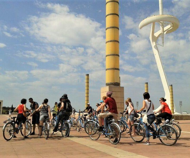 Montjuïc Bike Tour, un paseo en bicicleta por la montaña, Montjuïc anillo olímpico, estadio olímpico, Palau Sant Jaurdi, fuente mágica, exposición internacional de 1929