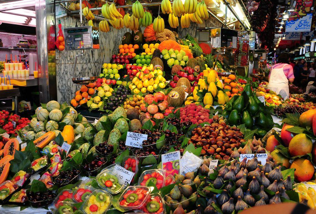 El Mercado de la Boquería en las Ramblas de Barcelona, mercado de Santa Caterina, barrio Gótico y barrio del Born