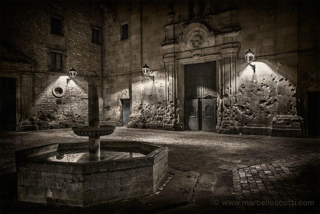 Plaza Sant Felip Neri Barcelona impactos de bombas