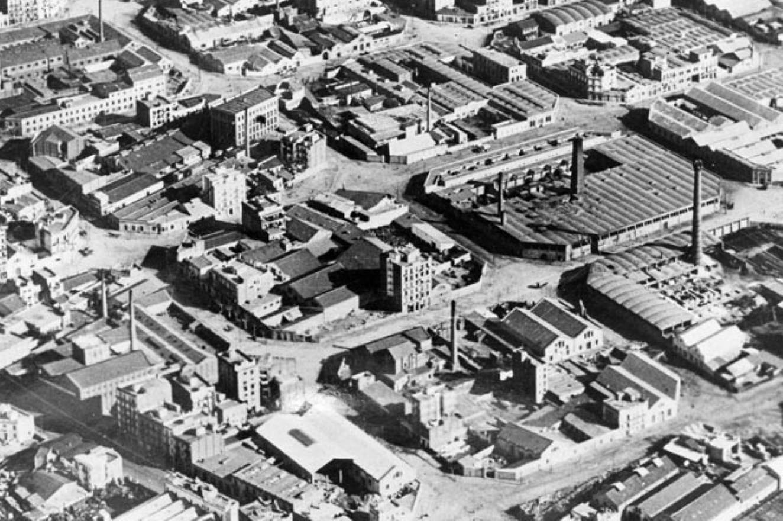 Les usines de Poblenou, le patrimoine industriel de Barcelone. Photo en noir et blanc de la zone industrielle de Poblenou