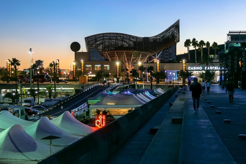 Port Olímpic de Barcelona construido para los Juegos Olímpicos de 1992.jpg